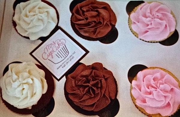 Mrs. Cupcake's Two-Bite Chocolate and Vanilla Mini Cupcakes (photo courtesy of Mrs. Cupcake)